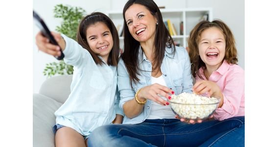 beautiful-mother-her-daughters-eating-popcorns-home-web